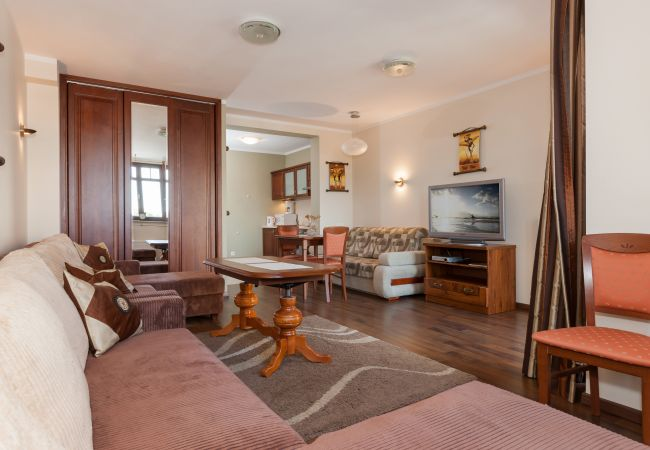 Zimmer, Sofa, Tisch, Stuhl, TV, Bild, Miete